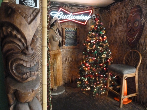 Arnolds tiki bar Oahu Hawaii
