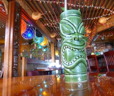 la mariana sailing club honolulu oahu hawaii tiki bar